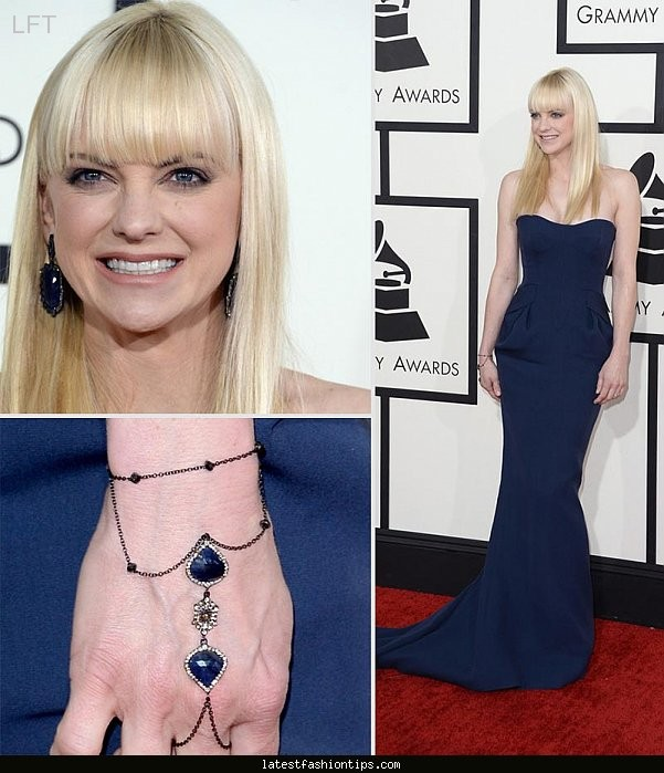 Dark blue dress what color nails are in style