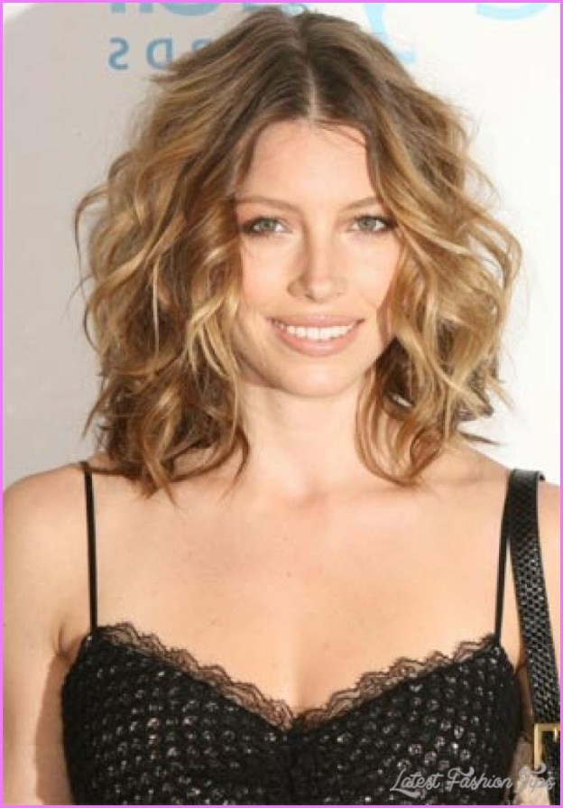 haircuts for thin curly hair medium haircuts for thin curly hair latestfashiontips 1522
