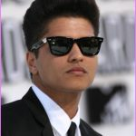 9-statement-hairstyle-for-thick-hair-from-bruno-mars.jpg?resize=500%2C750&ssl=1