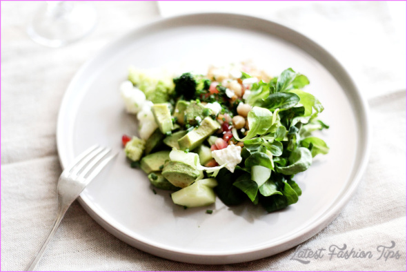 AVOCADO, CHICKPEA AND LAMB'S-LETTUCE SALAD _6.jpg