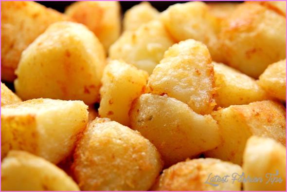 Crispy golden roast potatoes_13.jpg