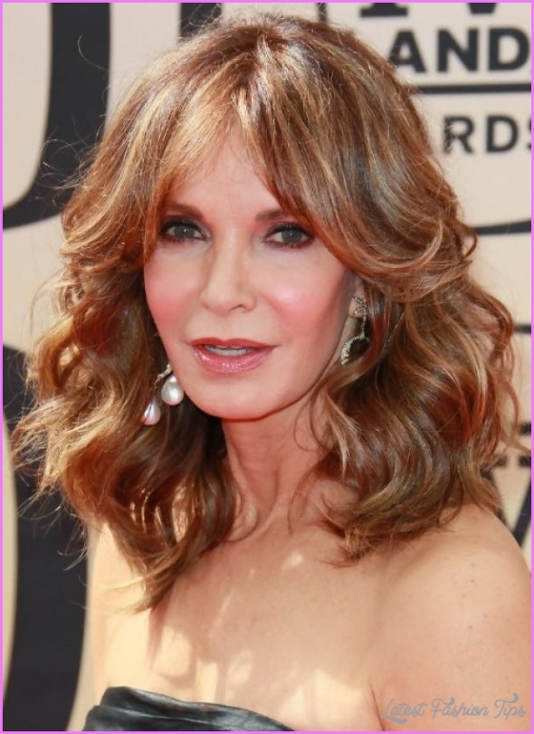 Long Hairstyles For Women Over 50 Years Old_10.jpg