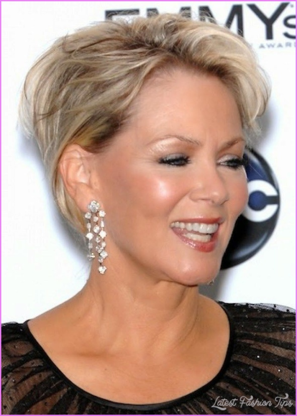 Long Hairstyles For Women Over 50 Years Old_26.jpg