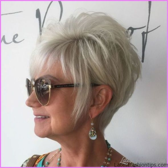 Short Hairstyles For Women Over 50 With Glasses_0.jpg