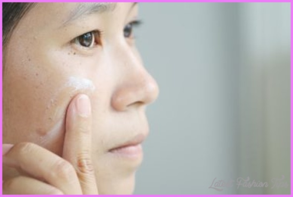 05_foundation_Got-Rosacea-These-Makeup-Tricks-Will-Make-It-Disappear_198943007_108MotionBG-380x254.jpg