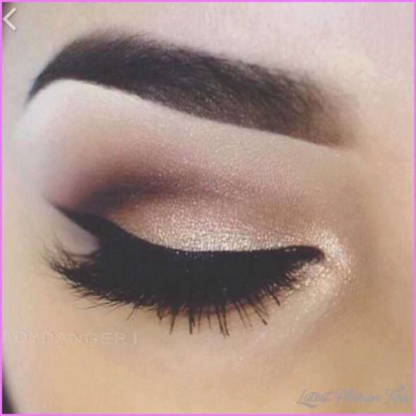 How Is Eye Makeup Done?