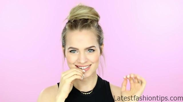 1 Week of Bun Hairstyles - Hair Tutorial 18