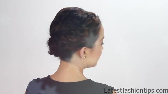 3-short-hair-holiday-hairstyles 03