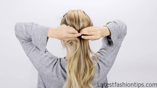 30-second-ponytail-hack 07