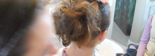 Corner Flip into Messy Bun _ Cute Girls Hairstyles_HD720 15