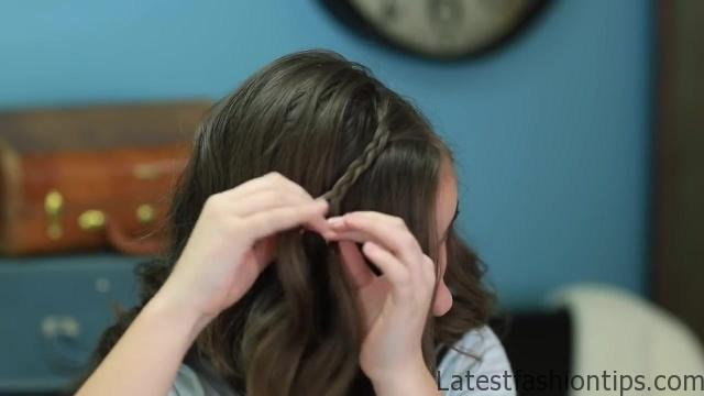 DIY Faux Waterfall Headband _ Cute Girls Hairstyles_HD720 09