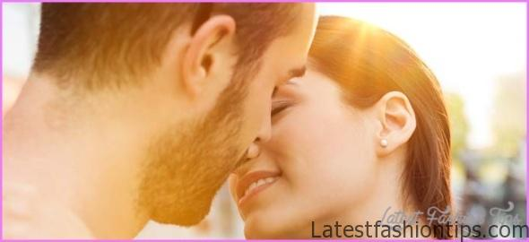 How To Take Kiss On Lips_2.jpg