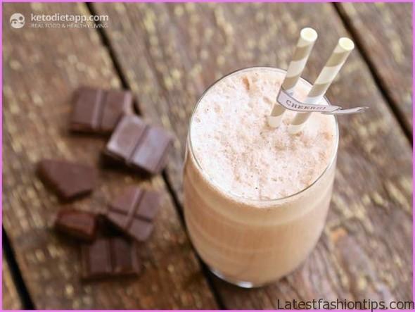 Avocado Raspberry Ketogenic Cocoa Dream Smoothie_13.jpg