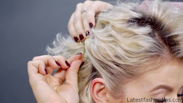 common mistakes with bobby pins 31