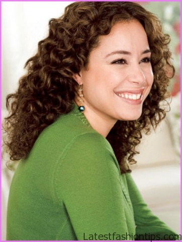 How to Make Your Curls Last Longer Hairstyles_7.jpg
