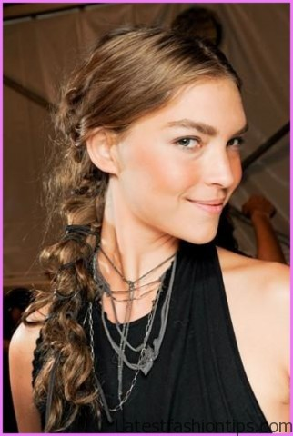 taylor swifts amas figure eight braided ponytail hairstyle 1 Taylor Swifts AMAs Figure Eight Braided Ponytail Hairstyle