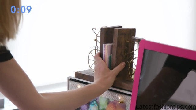 5minute desk organization with lucie fink bea organized 24