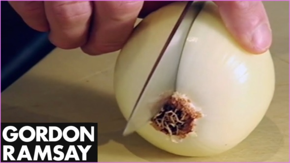 HOW TO CHOP AN ONION_0.jpg