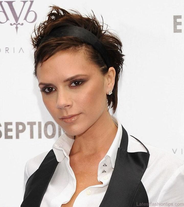 https://cdn2.stylecraze.com/wp-content/uploads/2015/03/10-Sexy-Victoria-Beckham%E2%80%99s-Bob-Hairstyles-1.jpg