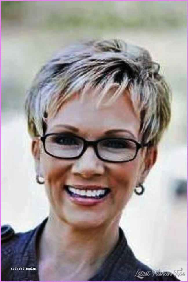Lovely Short Hairstyles for Over 60 Years Old with Glasses