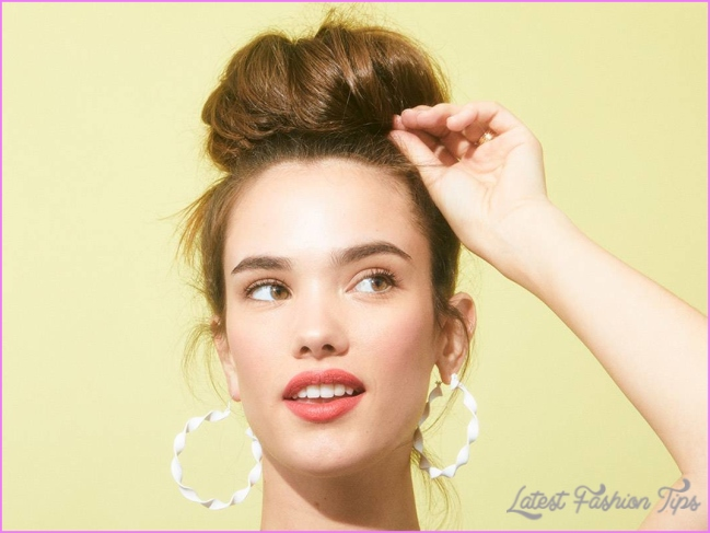 The Perfect Messy Bun in 3 Steps