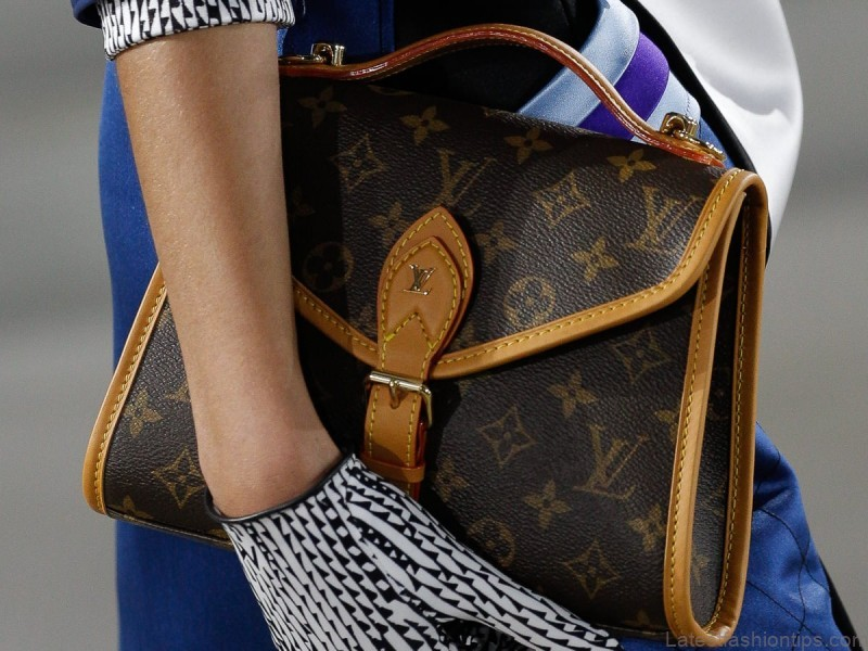 the structured sling bags louis vuitton 1